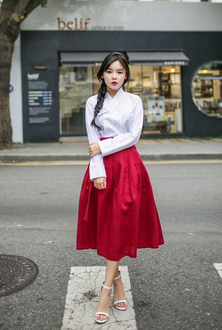 Hanbok bị xào nấu thành váy ngắn, netizen Hàn lại được dịp tranh cãi nảy lửa - Ảnh 7.