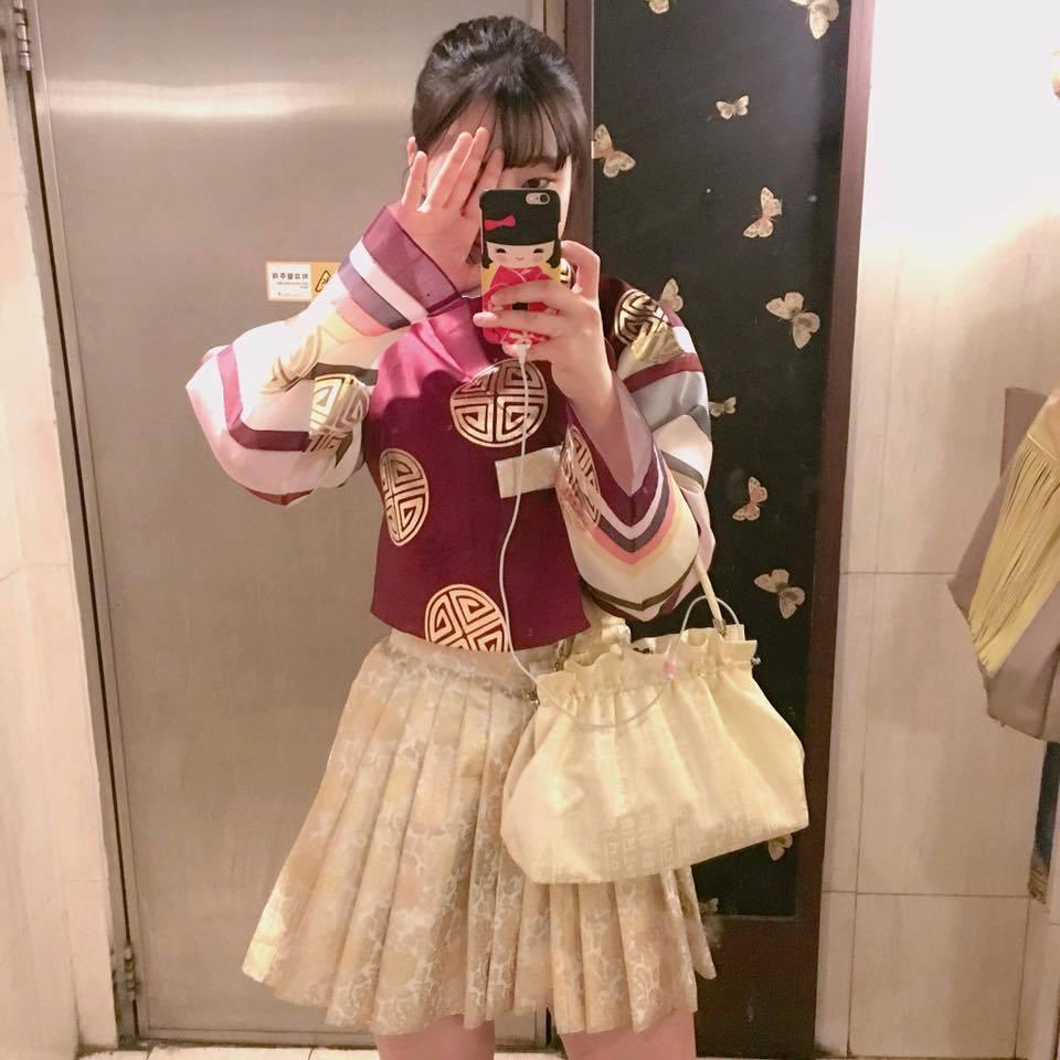 Hanbok bị xào nấu thành váy ngắn, netizen Hàn lại được dịp tranh cãi nảy lửa - Ảnh 10.