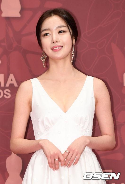 Thảm đỏ MBC Drama Awards hội tụ 30 sao khủng: Rắn độc Hyoyoung cúi người khoe ngực đồ sộ, chấp hết dàn mỹ nhân hạng A - Ảnh 25.