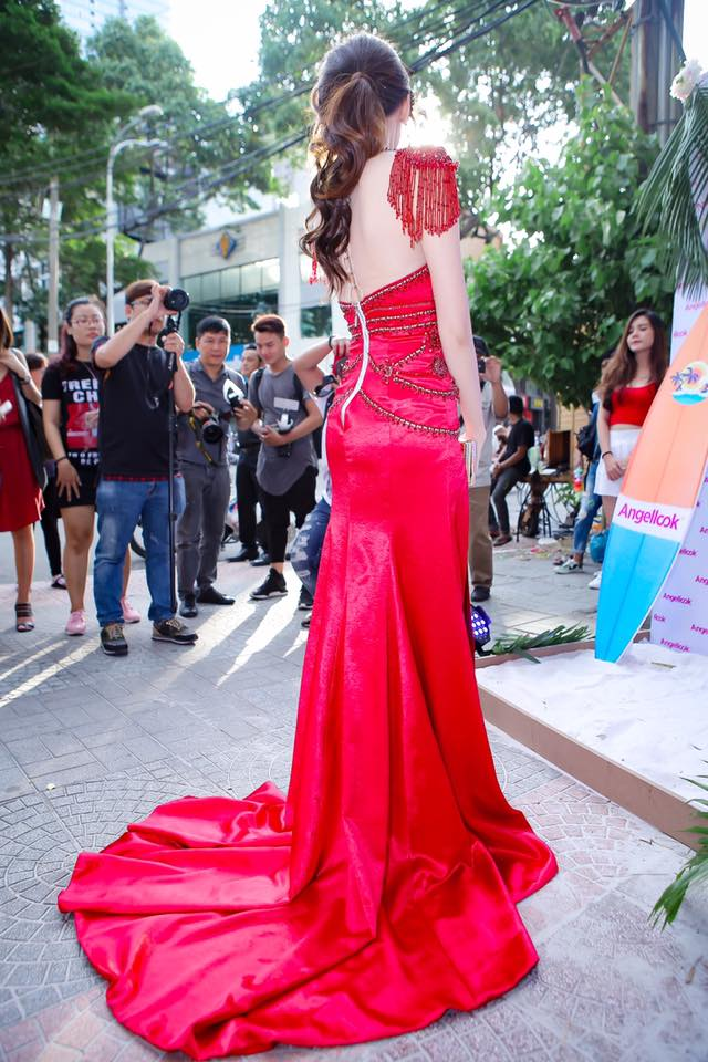 Hari Won mặc lại đầm đỏ quyến rũ mà Chi Pu diện từ nửa năm trước, ai đẹp hơn? - Ảnh 3.