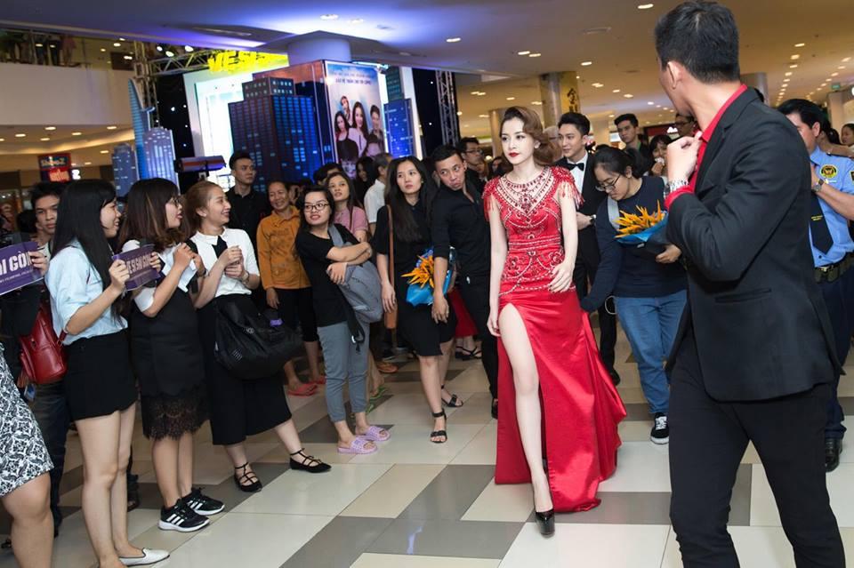Hari Won mặc lại đầm đỏ quyến rũ mà Chi Pu diện từ nửa năm trước, ai đẹp hơn? - Ảnh 6.