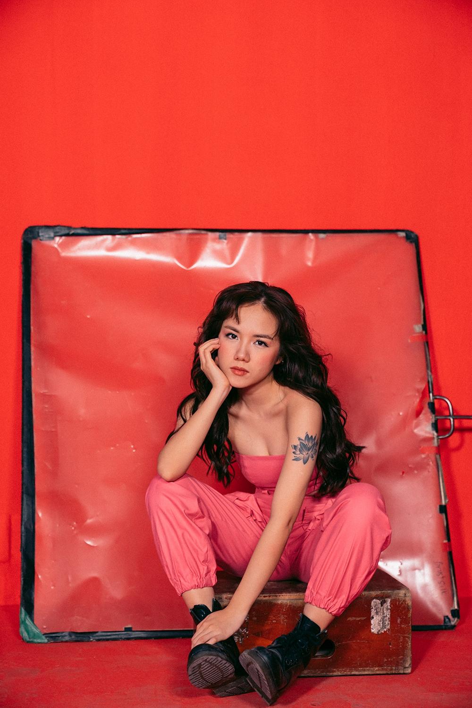 Phương Ly bắt tay cùng Kai Đinh và Justa Tee cho sản phẩm comeback, tung MV khổ dọc lạ mắt - Ảnh 4.