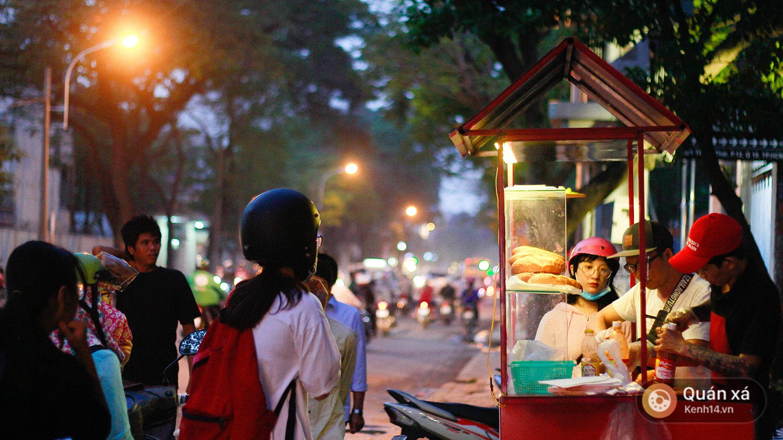 Bánh mì hến - món mới cực lạ đang nổi lên ở Sài Gòn - Ảnh 6.