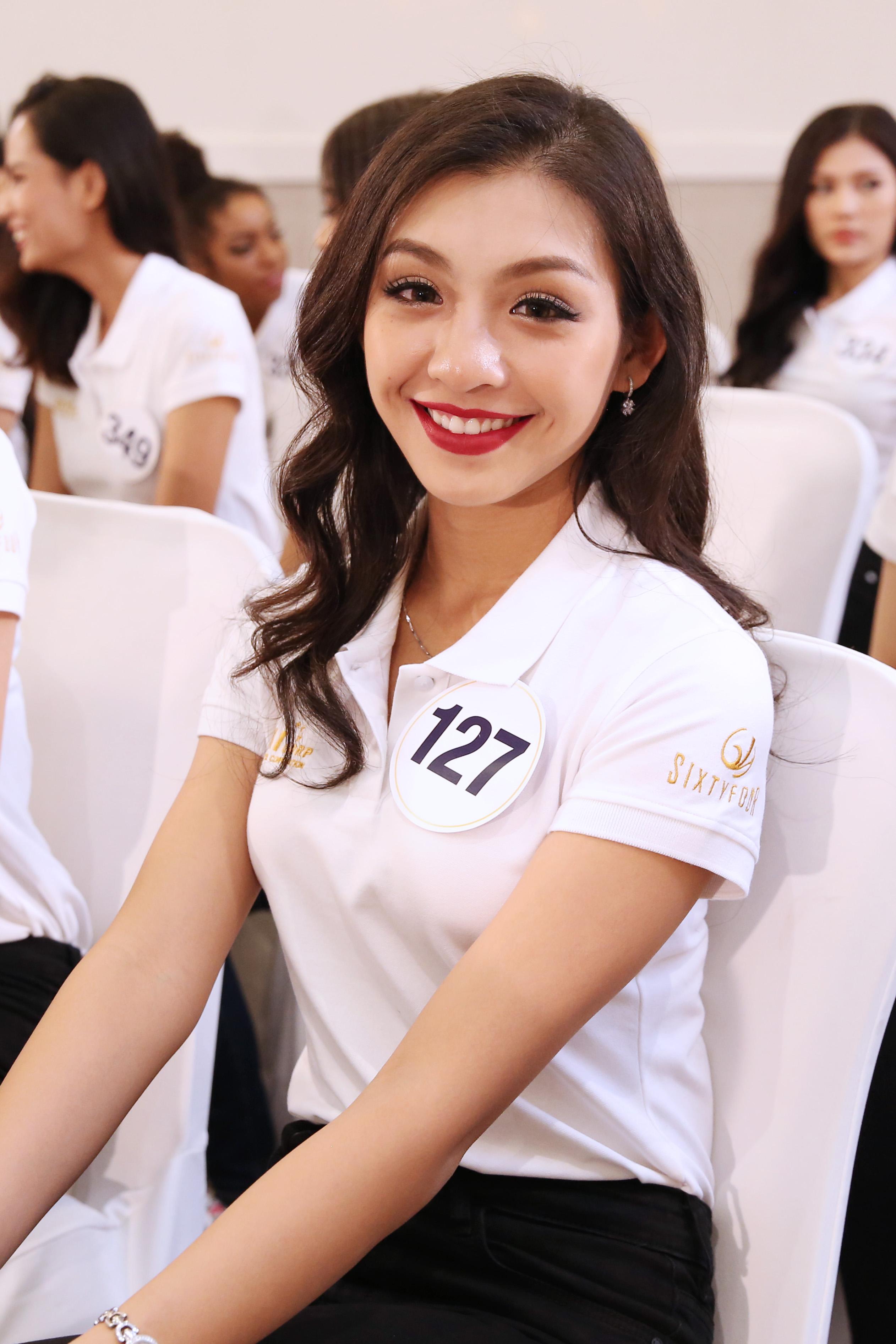 Thí sinh Hoa hậu Hoàn vũ VN khoe vẻ đẹp thuần khiết trong đồng phục trắng - Ảnh 2.