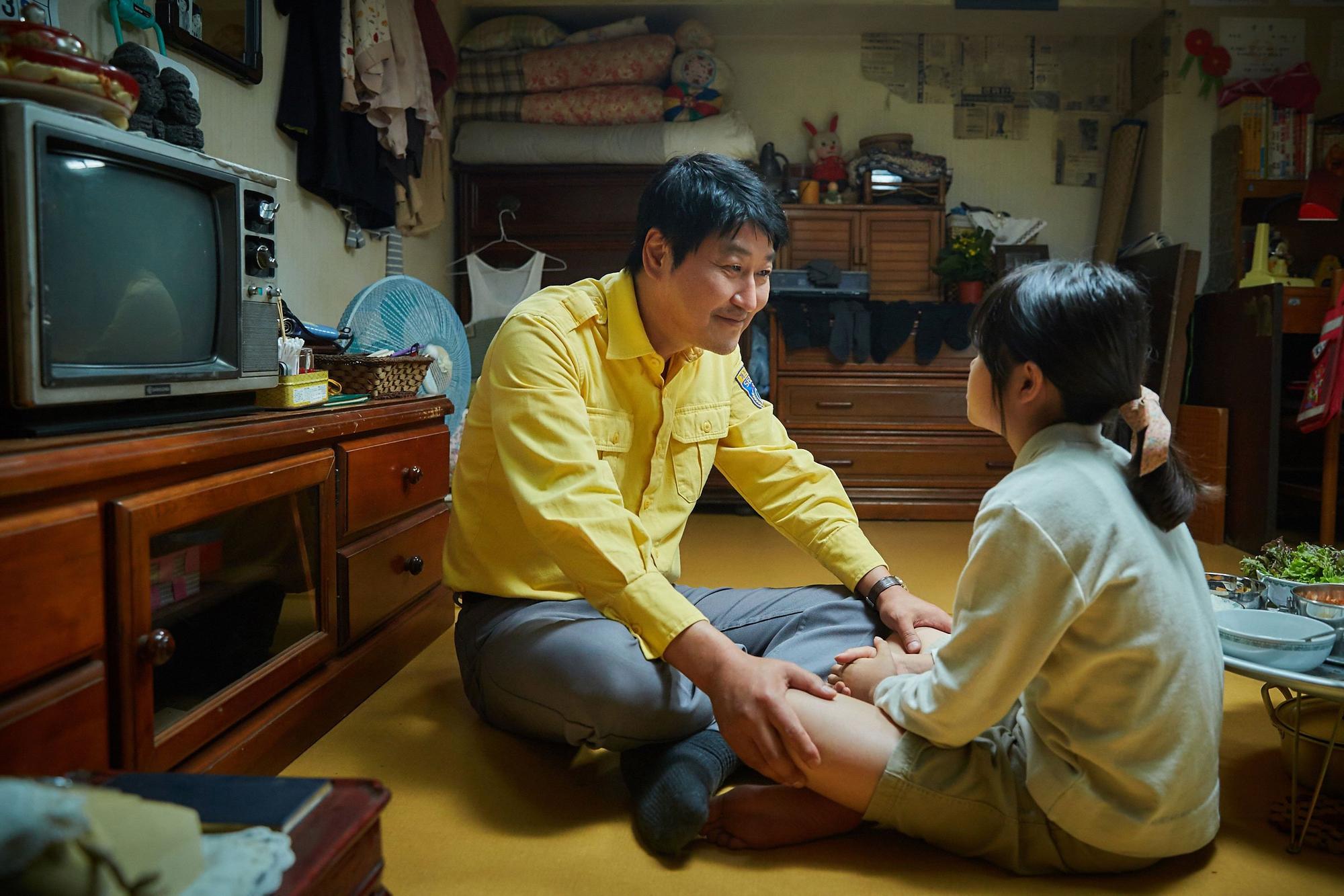 Phim Hàn ăn khách nhất 2017 với 12 triệu vé: Có xứng đáng với lời ca ngợi? - Ảnh 3.