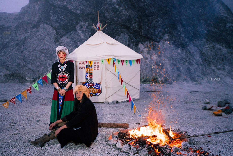 Bộ ảnh cưới được chụp ở ngọn đồi tuyết trắng đẹp hơn cả trong MV Bảo Anh - Ảnh 9.