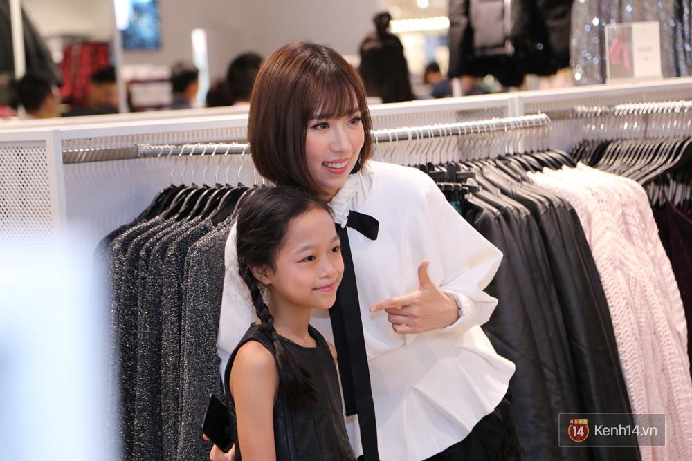 3 gia đình hot nhất mạng xã hội cùng đến mở hàng cho cửa hàng H&M đầu tiên tại Hà Nội - Ảnh 7.