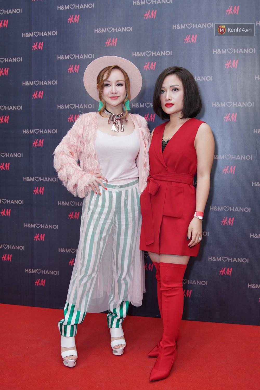 3 gia đình hot nhất mạng xã hội cùng đến mở hàng cho cửa hàng H&M đầu tiên tại Hà Nội - Ảnh 10.