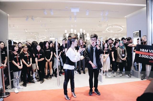 Ngồi lì trước store H&M Hà Nội từ 10h tối hôm trước, cô gái này vẫn lỡ mất tiền triệu vào tay người khác - Ảnh 10.