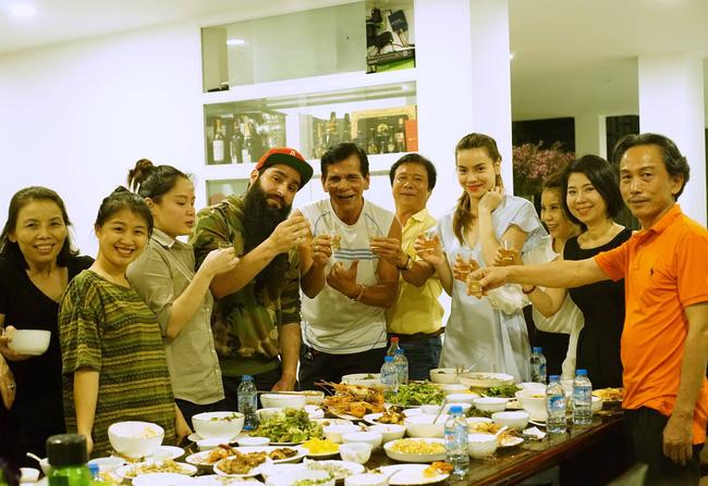 Những sao Việt khiến fan phát hờn vì quá thân thiết với sao quốc tế - Ảnh 2.