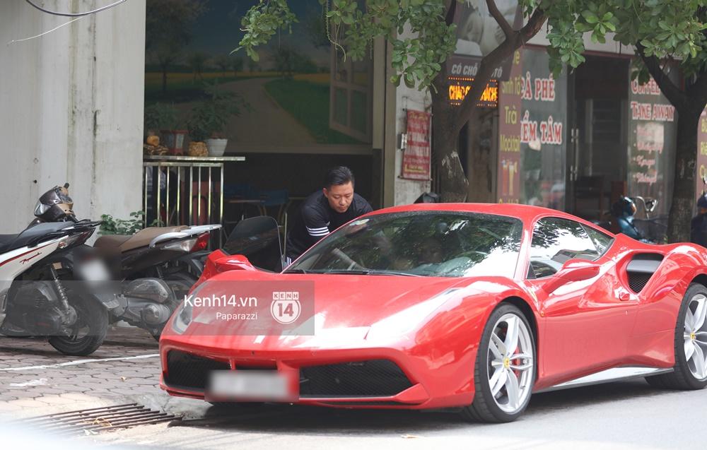 Tuấn Hưng chở vợ bằng xế khủng Ferrari 16 tỷ mới tậu nổi bật trên phố - Ảnh 5.