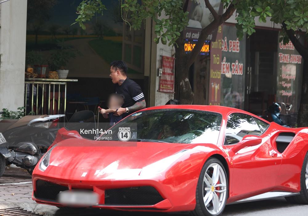 Tuấn Hưng chở vợ bằng xế khủng Ferrari 16 tỷ mới tậu nổi bật trên phố - Ảnh 6.