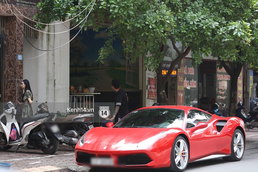 Tuấn Hưng chở vợ bằng xế khủng Ferrari 16 tỷ mới tậu nổi bật trên phố - Ảnh 9.