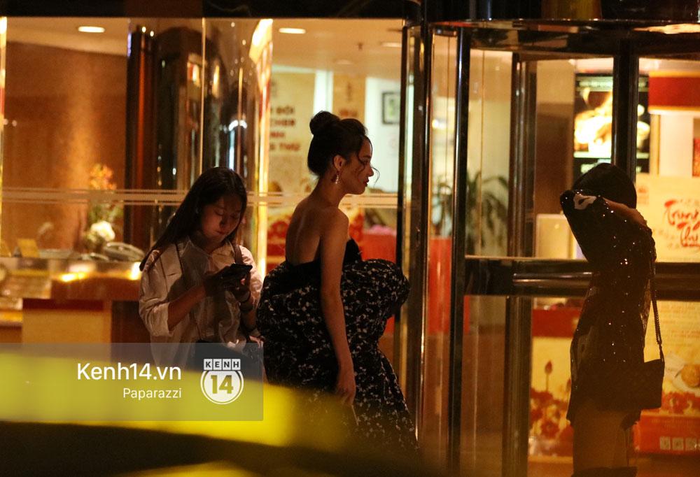 Vắng Trường Giang đưa đón, Nhã Phương tươi tắn đi ăn đêm cùng dàn sao Người Phán Xử - Ảnh 3.