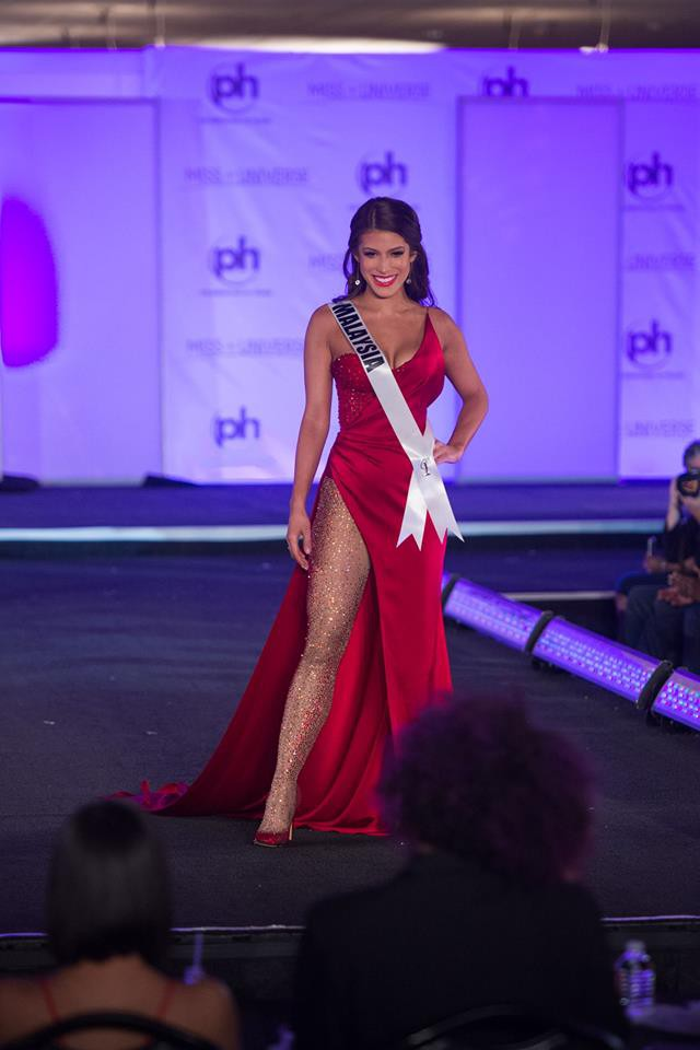 Trượt Top 16 Hoa hậu Hoàn vũ, nhưng may sao Nguyễn Thị Loan cũng không vào Top đầm dạ hội xấu nhất - Ảnh 7.