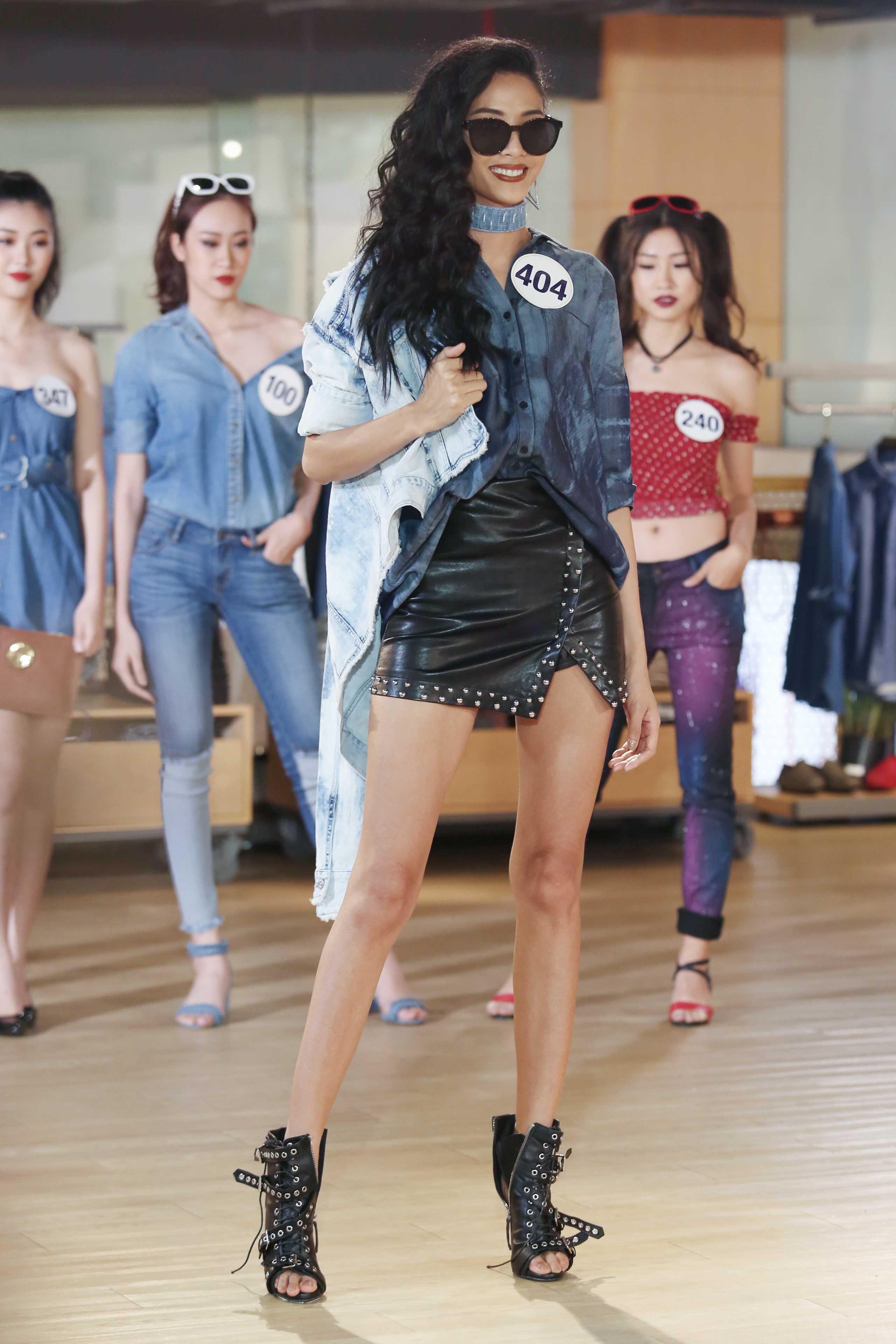 Mix đồ tai nạn thế này thì bảo sao cả dàn thí sinh Hoa hậu Hoàn vũ thua Mâu Thủy - Hoàng Thùy - Ảnh 1.