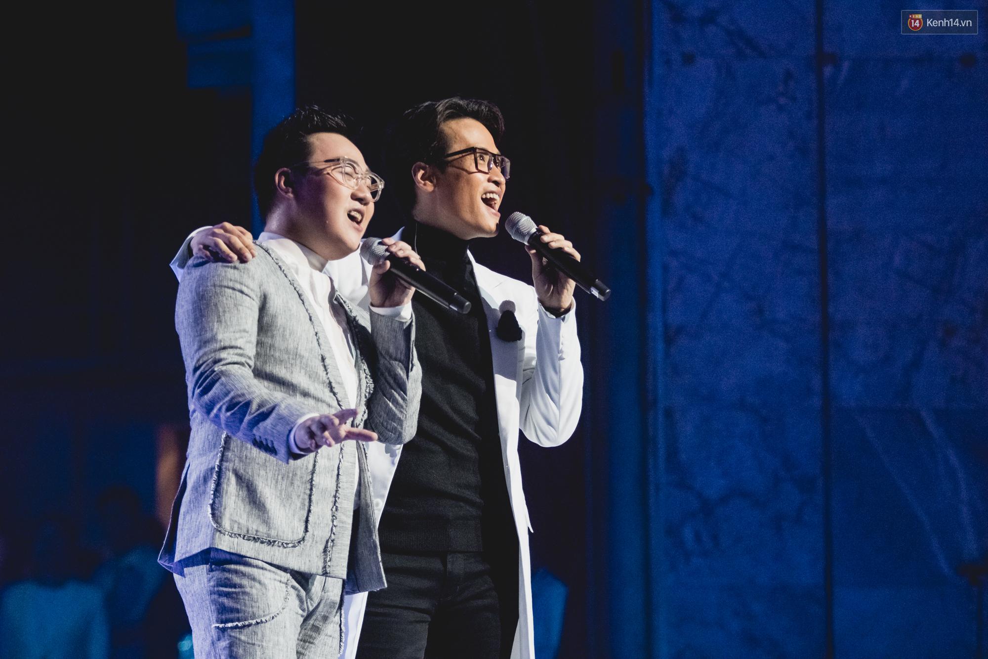 Hà Anh Tuấn đọ quãng giọng cao nổi da gà với Trung Quân Idol khi song ca Dấu mưa trong liveshow - Ảnh 3.
