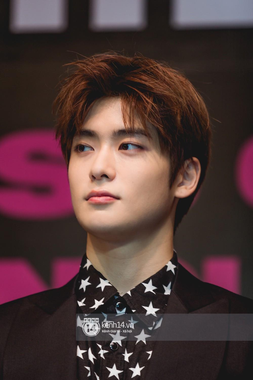 Mỹ nam Taeyong tiết lộ muốn ở lại Việt Nam, NCT 127 đồng loạt tỏ tình Anh yêu em với fan tại họp báo ở Hà Nội - Ảnh 21.