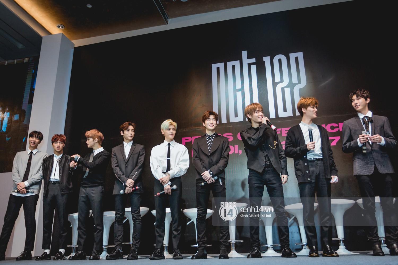 Mỹ nam Taeyong tiết lộ muốn ở lại Việt Nam, NCT 127 đồng loạt tỏ tình Anh yêu em với fan tại họp báo ở Hà Nội - Ảnh 2.