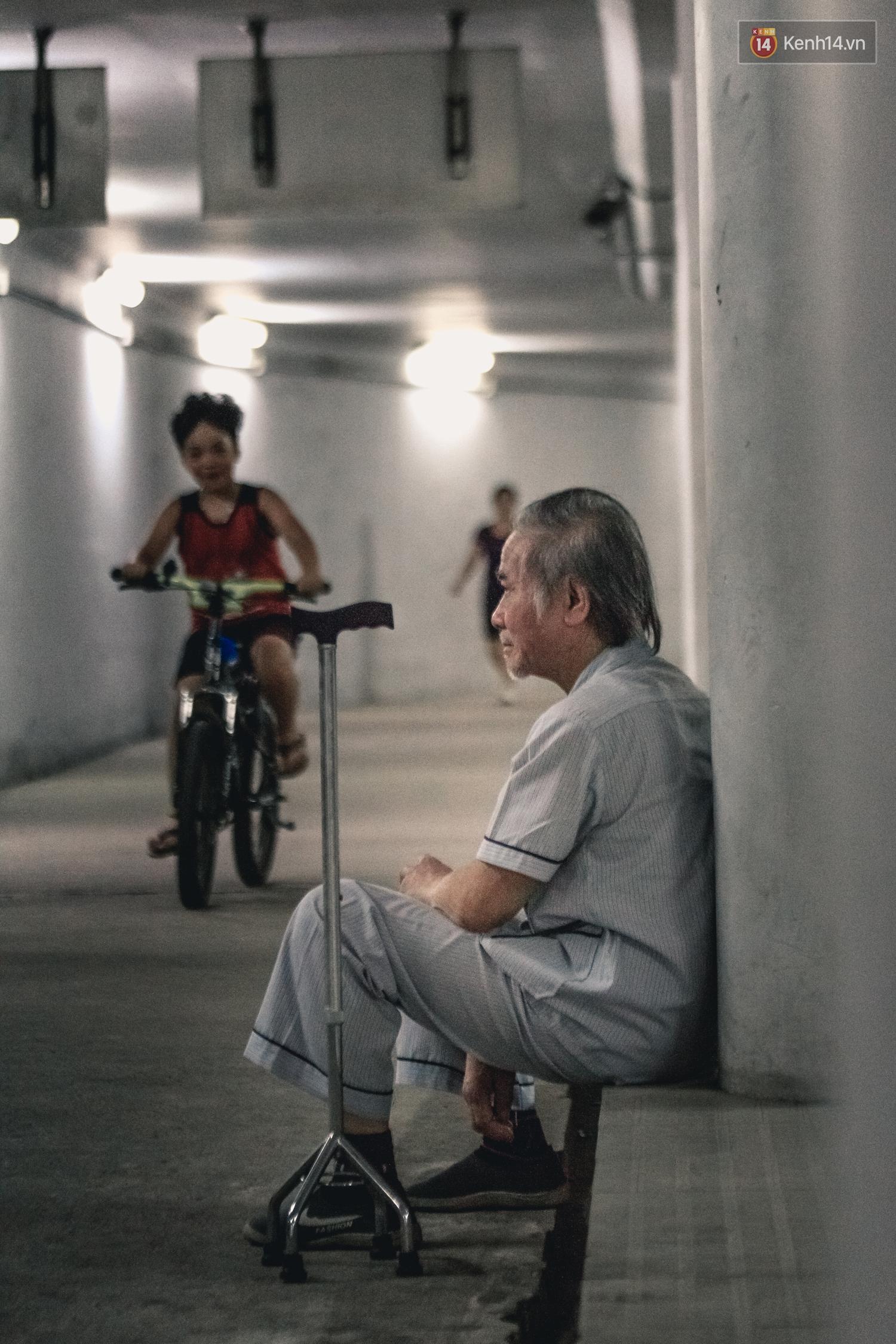 Chùm ảnh: Một nhịp sống Hà Nội thật khác ở phố đi bộ 12 cửa dưới lòng đất trong 10 năm qua - Ảnh 5.