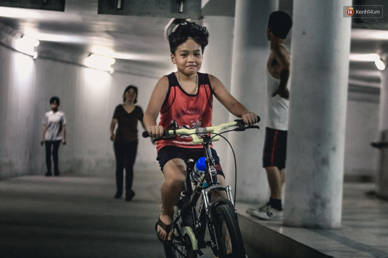 Chùm ảnh: Một nhịp sống Hà Nội thật khác ở phố đi bộ 12 cửa dưới lòng đất trong 10 năm qua - Ảnh 6.