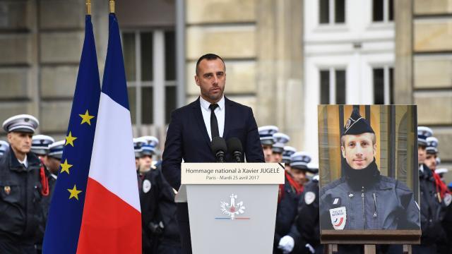 Bài phát biểu cảm động của người chồng viên cảnh sát đồng tính thiệt mạng trong vụ nổ súng tại Pháp - Ảnh 3.