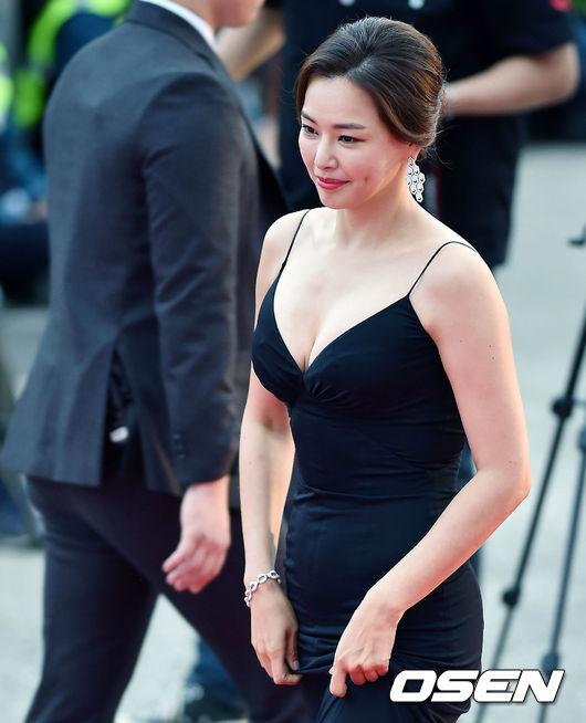 Thảm đỏ Korea Drama Awards: Hoa hậu Hàn đẹp nhất thế giới đẹp xuất sắc, nữ idol bỗng bật lên vì quá xinh - Ảnh 1.