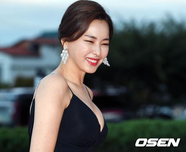 Thảm đỏ Korea Drama Awards: Hoa hậu Hàn đẹp nhất thế giới đẹp xuất sắc, nữ idol bỗng bật lên vì quá xinh - Ảnh 4.