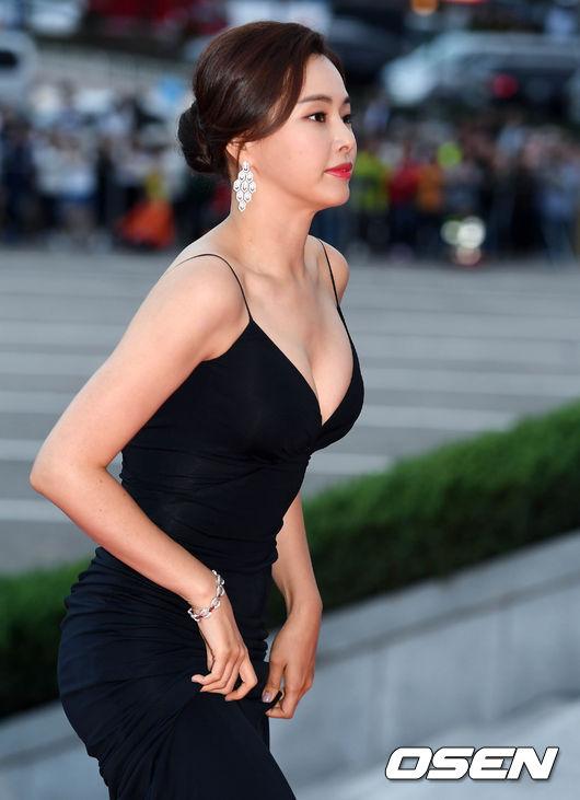 Thảm đỏ Korea Drama Awards: Hoa hậu Hàn đẹp nhất thế giới đẹp xuất sắc, nữ idol bỗng bật lên vì quá xinh - Ảnh 3.
