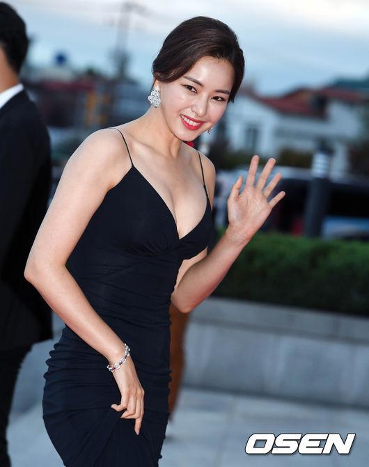 Thảm đỏ Korea Drama Awards: Hoa hậu Hàn đẹp nhất thế giới đẹp xuất sắc, nữ idol bỗng bật lên vì quá xinh - Ảnh 5.