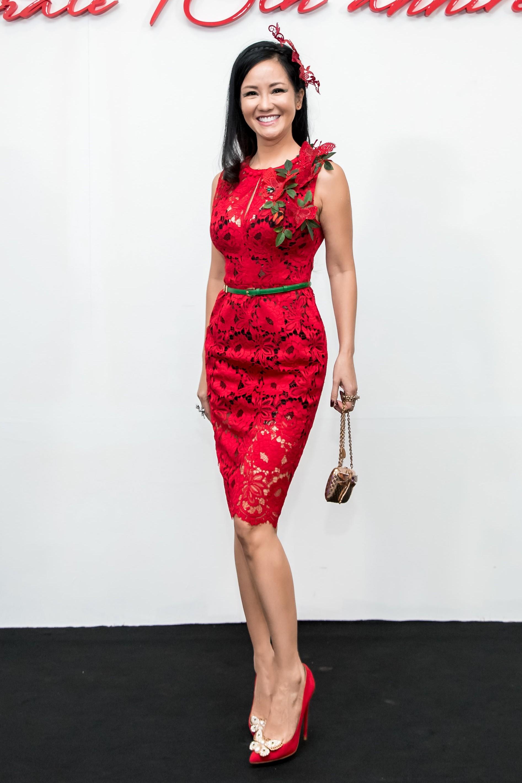 Angela Phương Trinh mang cả tổ chim lên đầu, nổi bật giữa dàn mỹ nhân tuyền màu đỏ của NTK Đỗ Mạnh Cường - Ảnh 27.