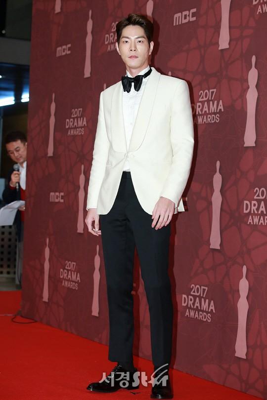 Thảm đỏ MBC Drama Awards hội tụ 30 sao khủng: Rắn độc Hyoyoung cúi người khoe ngực đồ sộ, chấp hết dàn mỹ nhân hạng A - Ảnh 36.