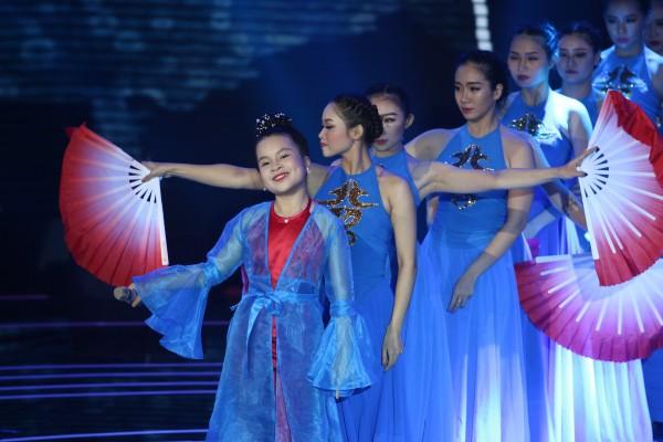 Khách mời Đông Nhi thể hiện lại hit chiến thắng của học trò, Giọng hát Việt nhí 2017 lộ Top 3 chung cuộc - Ảnh 12.