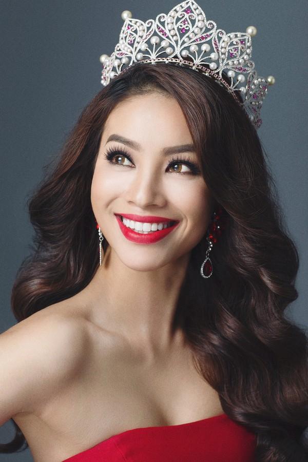 Phạm Hương, sinh ngày 4/9/1991, năm 2015 đăng quang Hoa hậu Hoàn vũ Việt Nam