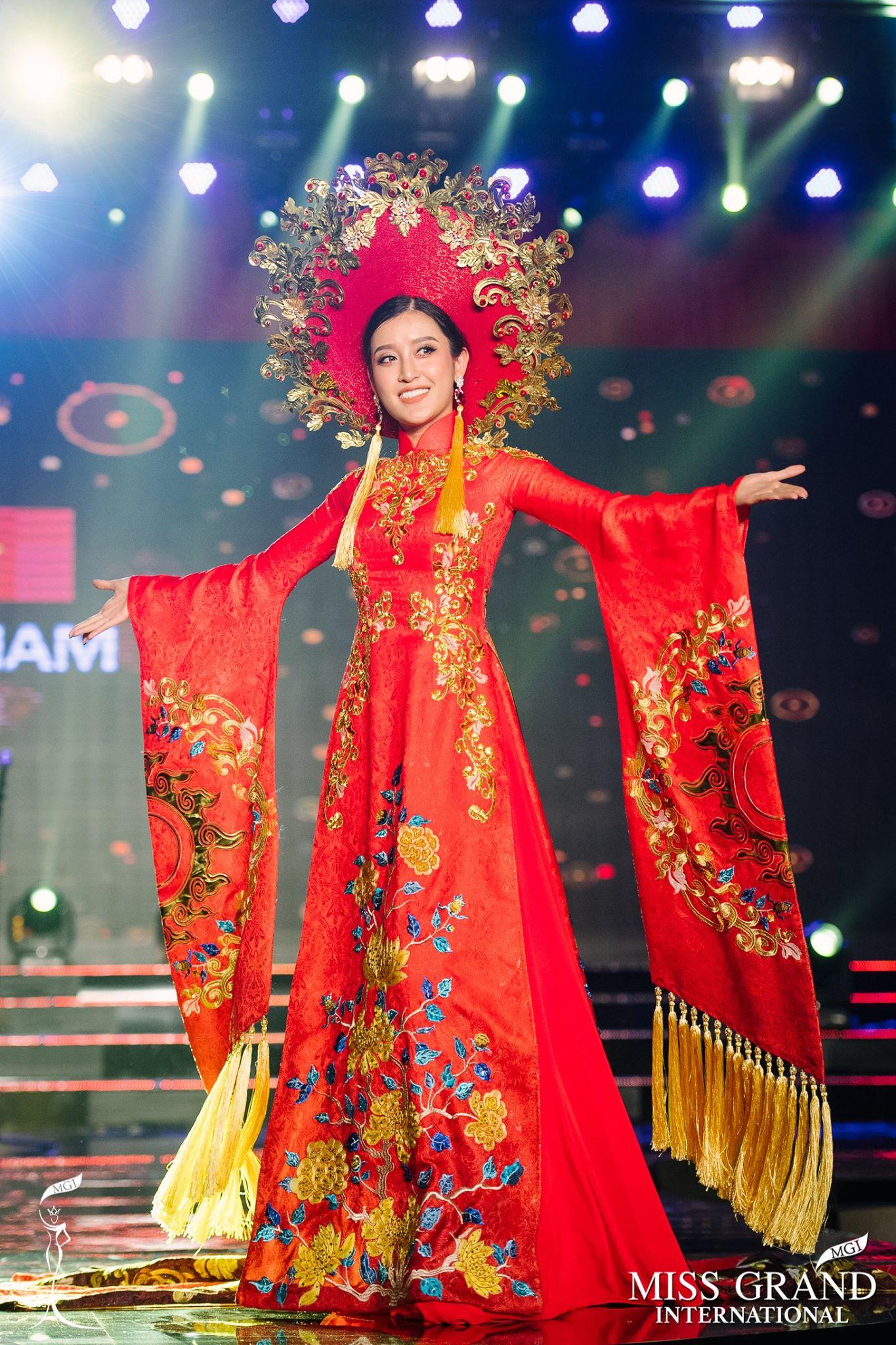 Trước giờ công bố kết quả, Huyền My lọt top 20 thí sinh có trang phục dân tộc được yêu thích nhất Miss Grand International 2017 - Ảnh 2.