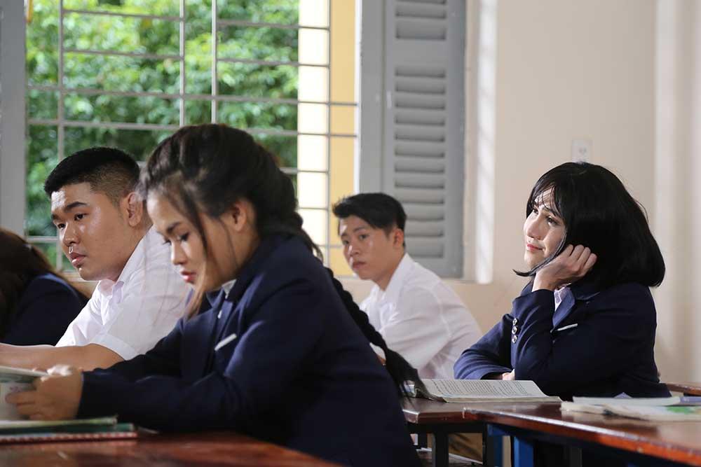 Huỳnh Lập gây bất ngờ vì hóa thân quá giống Hương Tràm trong MV Em gái mưa Parody - Ảnh 5.