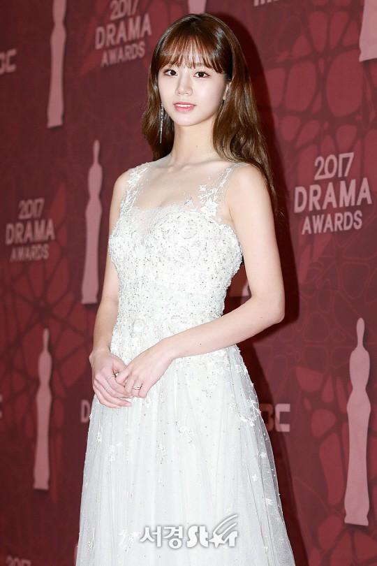 Thảm đỏ MBC Drama Awards hội tụ 30 sao khủng: Rắn độc Hyoyoung cúi người khoe ngực đồ sộ, chấp hết dàn mỹ nhân hạng A - Ảnh 15.