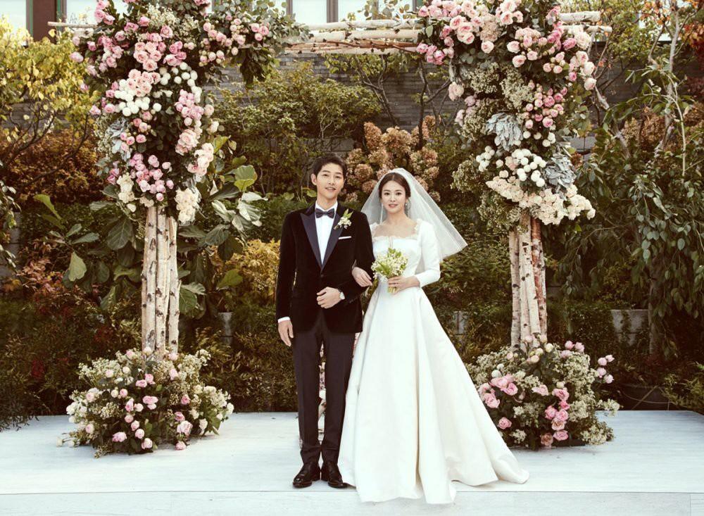 Cô dâu Song Hye Kyo khoe ảnh cưới, lần đầu lên tiếng sau siêu đám cưới với lang quân Song Joong Ki - Ảnh 2.