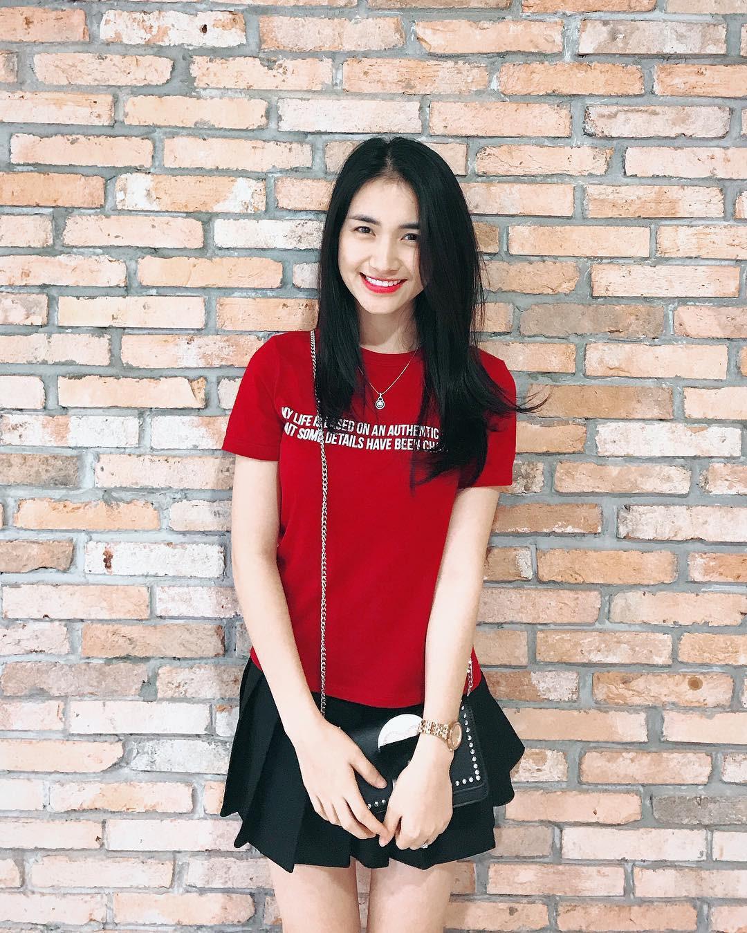 Đại chiến hoa dâm bụt: Hòa Minzy mặc áo phao đỏ, Đức Phúc liền ví chị giống chiếc xúc xích - Ảnh 3.