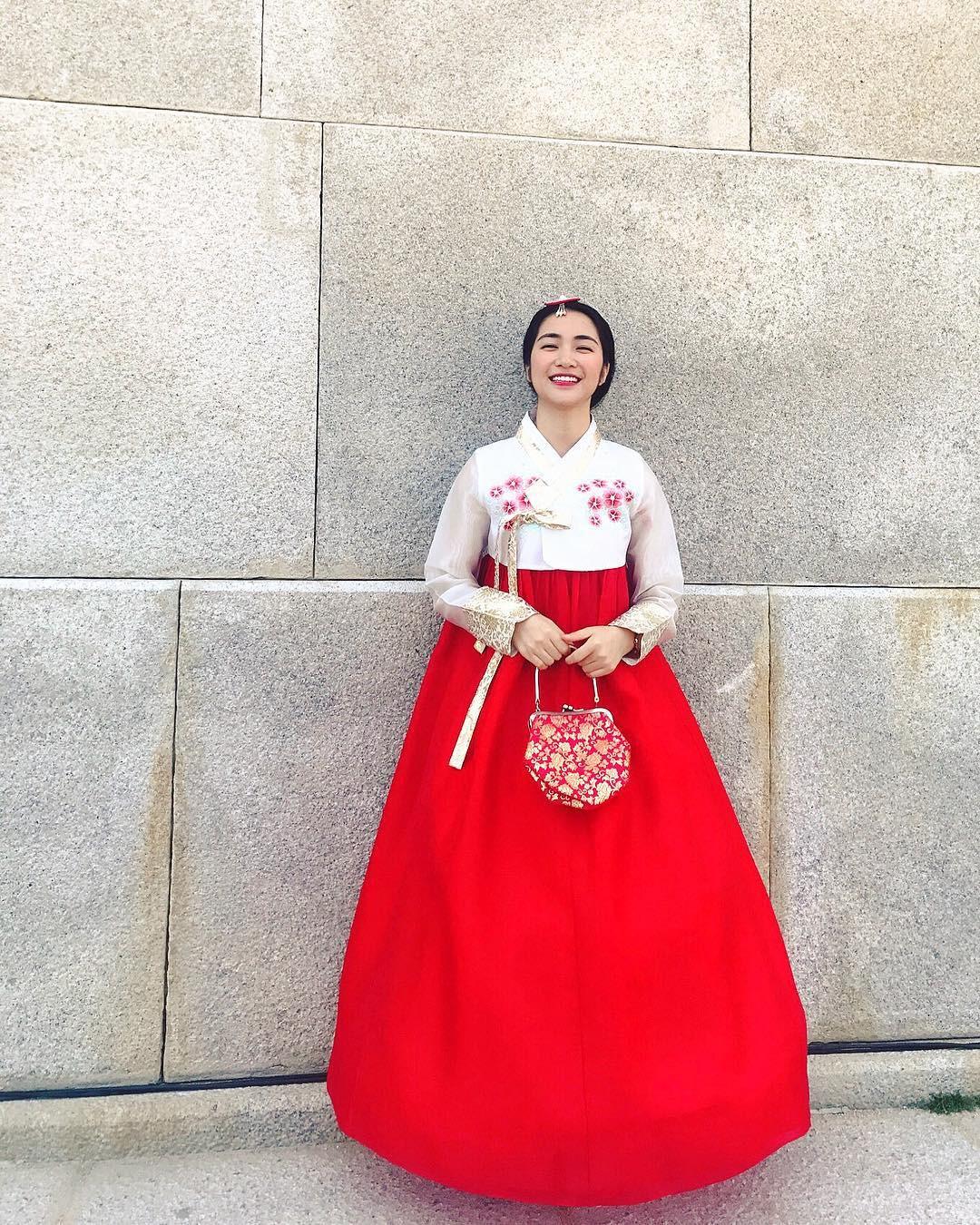 Đại chiến hoa dâm bụt: Hòa Minzy mặc áo phao đỏ, Đức Phúc liền ví chị giống chiếc xúc xích - Ảnh 5.