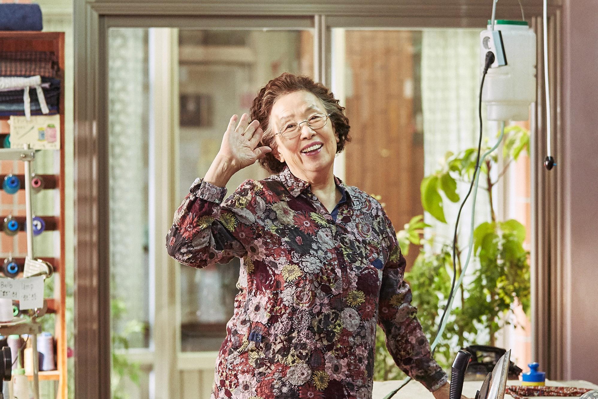 I Can Speak: Ngỡ phim trong nhà ngoài phố, không ngờ là một bài diễn văn chính trị xứ Hàn! - Ảnh 4.