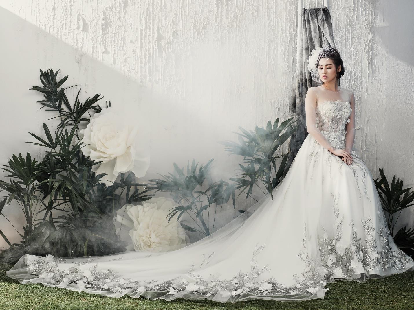 Á hậu Tú Anh đẹp thuần khiết trong BST váy cưới 2017 của Hacchic Bridal -