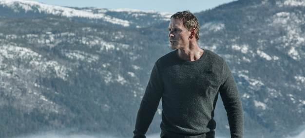 Thêm cách thức giết người tàn độc giữa mùa tuyết rơi được tiết lộ trong trailer mới của The Snowman - Ảnh 2.