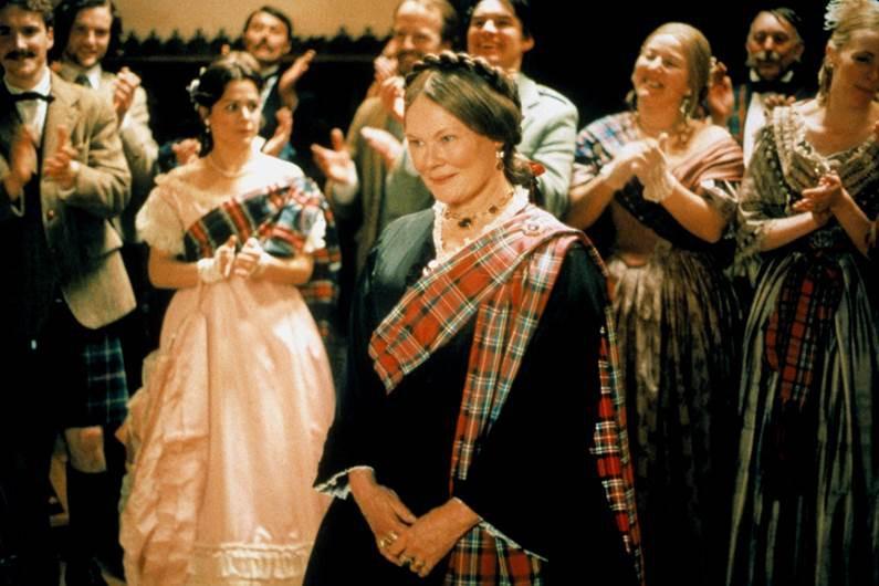 Thủ lĩnh của điệp viên 007 Judi Dench trở lại với vai diễn Nữ hoàng Anh đầy quyền lực - Ảnh 2.