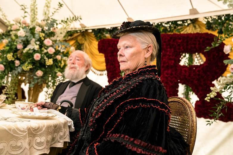 Thủ lĩnh của điệp viên 007 Judi Dench trở lại với vai diễn Nữ hoàng Anh đầy quyền lực - Ảnh 4.