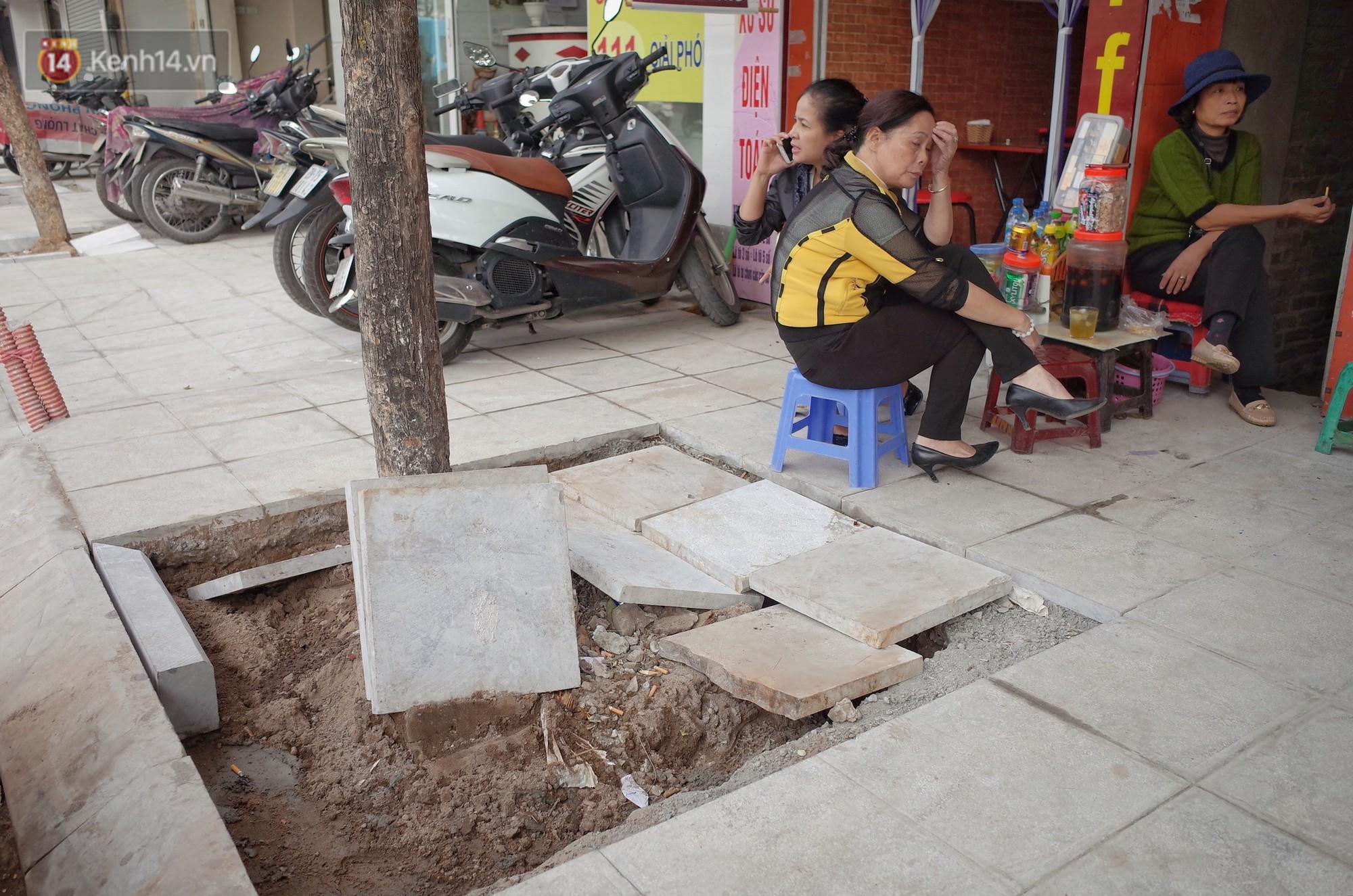 Sau một thời gian ngắn đi vào sử dụng, đá lát vỉa hè Hà Nội được quảng cáo bền tới 70 năm đã hư hỏng hàng loạt - Ảnh 6.