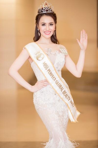 Showbiz Việt lại có thêm 9 Hoa hậu, Á hậu chỉ trong vòng 10 ngày đầu tháng 12! - Ảnh 4.
