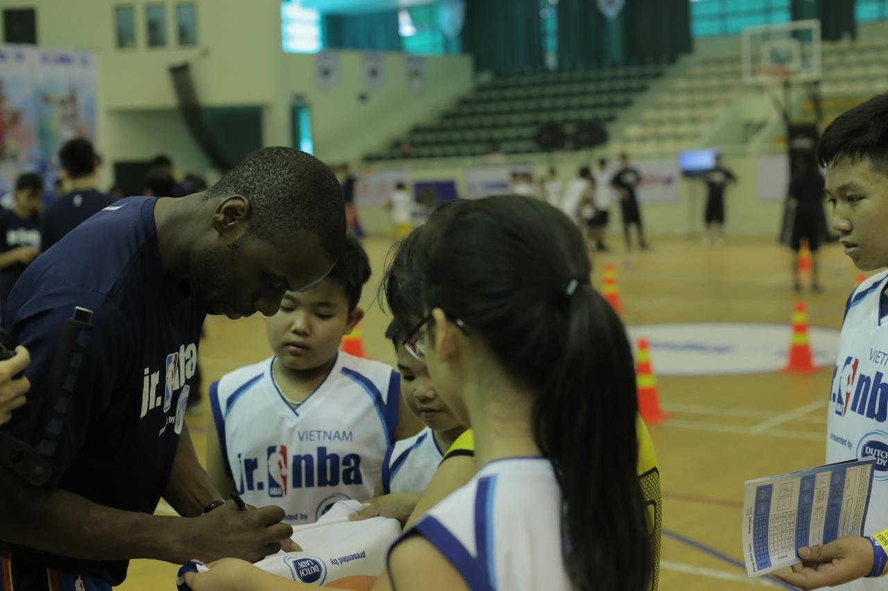 Gần 1000 em nhỏ tham dự hội trại tuyển chọn Jr. NBA 2017 tại thủ đô Hà Nội - Ảnh 2.