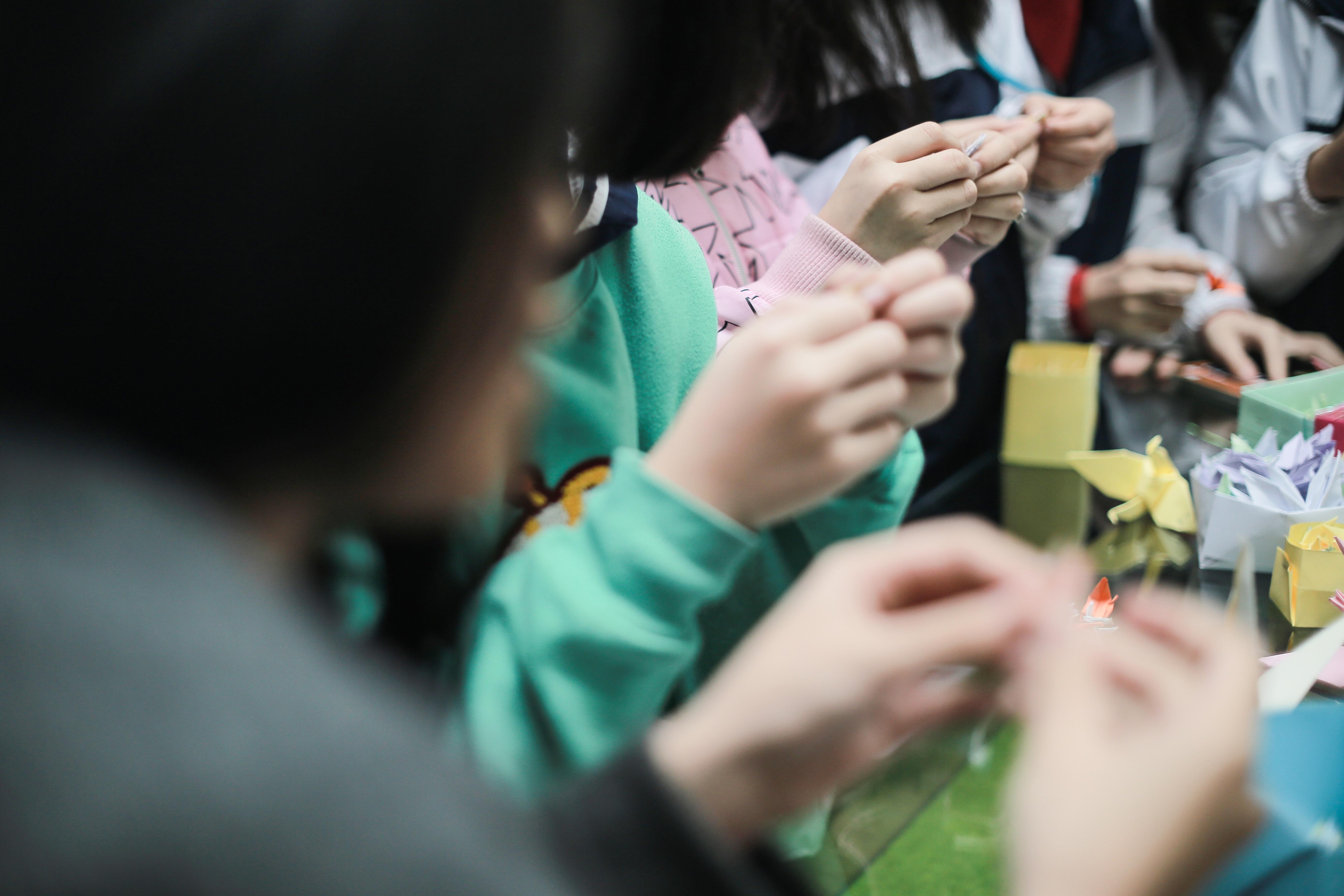 Học sinh Lương Thế Vinh gửi điều ước vào 19.000 hạc giấy, mong thầy Văn Như Cương sớm phục hồi - Ảnh 3.