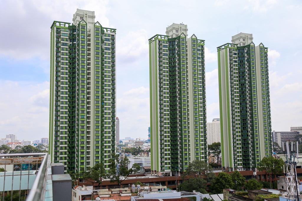 Cao ốc Thuận Kiều Plaza bỏ hoang bỗng lột xác với màu xanh lá nổi bật tại trung tâm Sài Gòn - Ảnh 2.